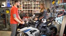 Motomorfozy motocyklistów – wybieramy kombinezon dla Agnieszki