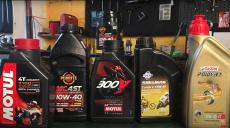 Jaki olej motocyklowy jest najlepszy? Poradnik motocyklisty