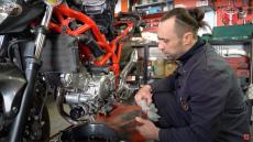 Jak wymienić olej w motocyklu? Pokazujemy w filmie!